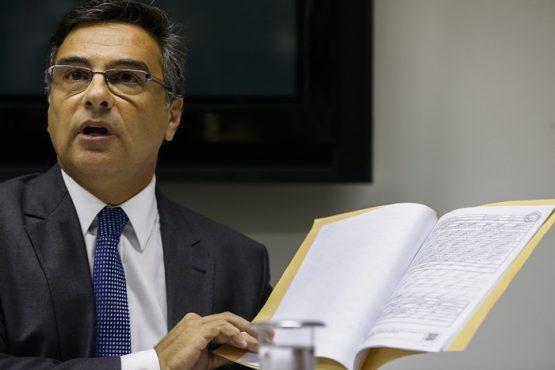 Denúncia do procurador-geral de Justiça do Rio, Eduardo Gussem, aponta que o senador liderou organização criminosa operada pelo miliciano e ex-PM Fabrício Queiroz