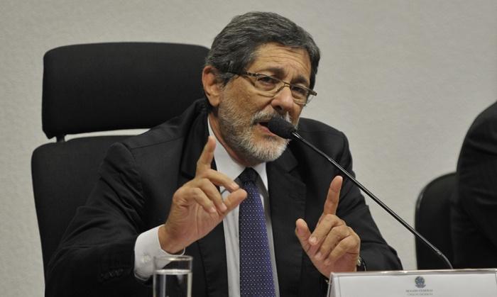 Absolvido: o ex-presidente da Petrobras, Sérgio Gabrielli, em audiência na CPI da Petrobras