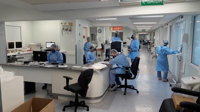 O Hopital Nossa Senhora Conceição, do Grupo Hospitalar Conceição (GHC) tem 75 leitos operacionais UTI, dos quais 70 estão ocupados, sendo 28 pacientes Covid-19
