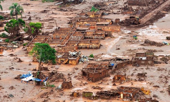 Área afetada pelo rompimento de barragem da Vale no distrito de Bento Rodrigues, zona rural de Mariana, em Minas Gerais
