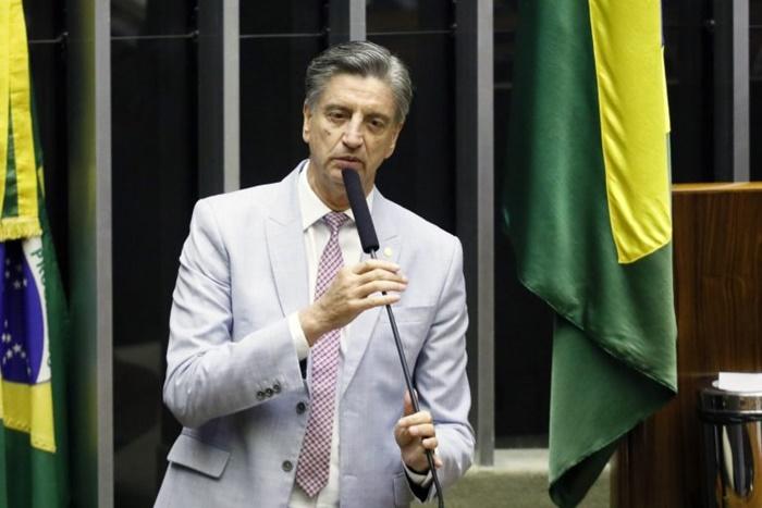 O deputado Dagoberto Nogueira, autor do projeto: desmatamento e políticas anti-indígenas