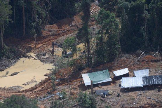 O garimpo ilegal de ouro sustenta o sistema financeiro | Foto: Greenpeace