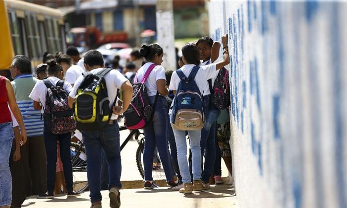 Em Língua Portuguesa, apenas 5,04% dos estudantes dominam a maioria das habilidades. Em matemática, 2,82 ficaram abaixo do menor nível e apenas 6,99% obtiveram a avaliação máxima