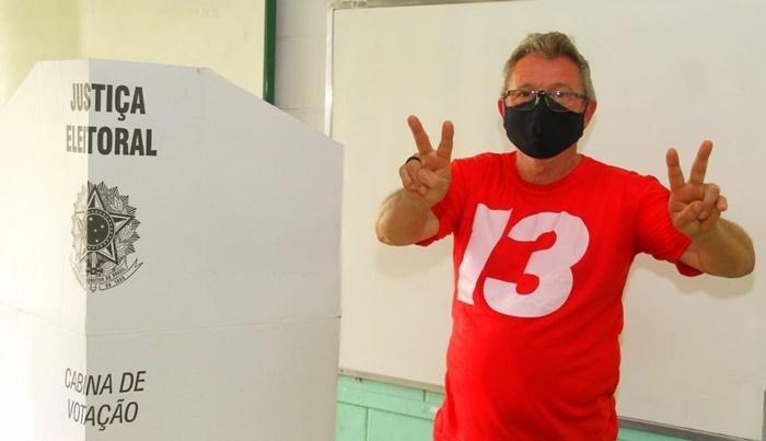 Em São Leopoldo, o petista Ary Vanazzi derrotou o bolsonarista Delegado Heliomar (DEM), sendo reeleito para o quarto mandato