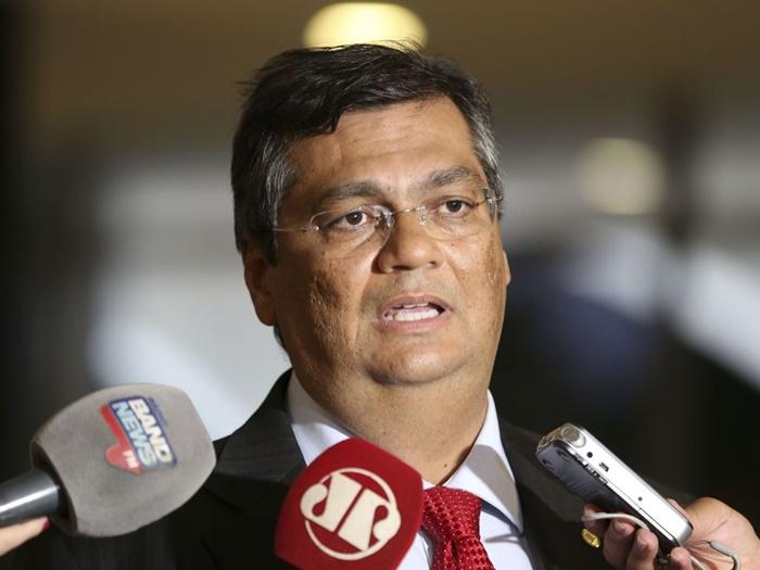O correto seria o governo federal usar o poder de requisição administrativa prevista na Constituição Federal, afirma Dino