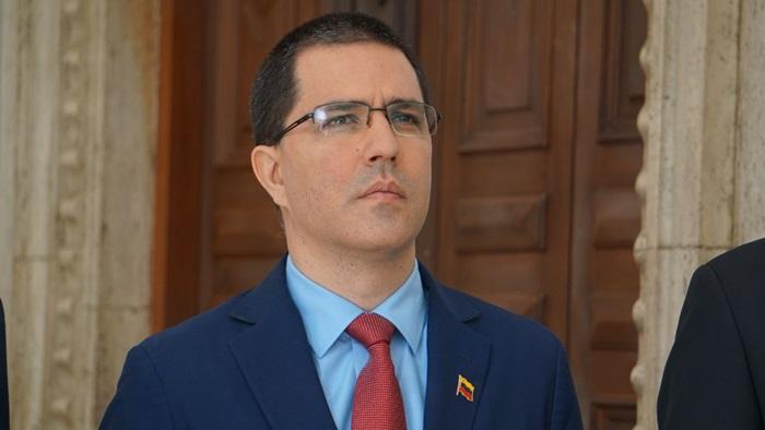 O chanceler venezuelano Jorge Arreaza lembrou que o bloqueio dos EUA prejudica a ação solidária ao Brasil