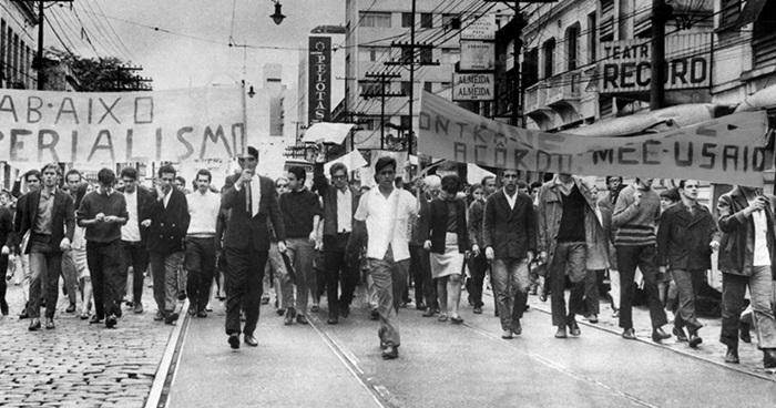 1968: Passeata de estudantes em São Paulo contra os acordos MEC-Usaid