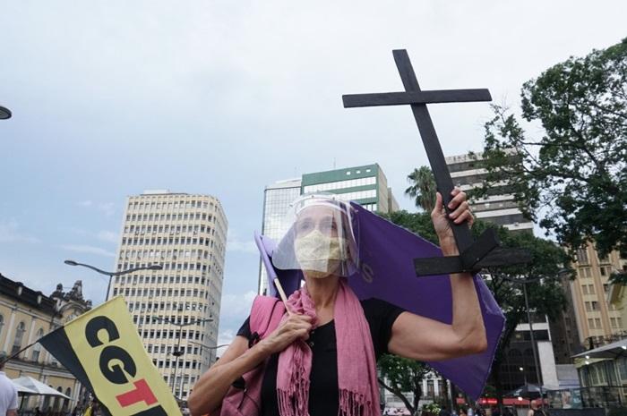 Ato em Porto Alegre pede impeachment de Bolsonaro