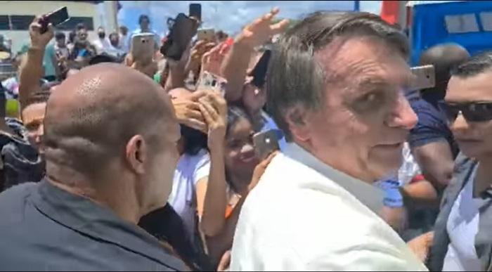 Inauguração de reparos em uma rodovia em Coribe (BA), na quinta-feira, 21: sem máscara, o presidente voltou a promover aglomerações