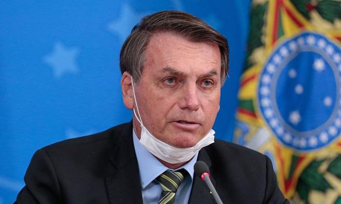 Campeão de pedidos de impeachment na Câmara, Bolsonaro desdenha da pandemia e perde apoio até do Centrão