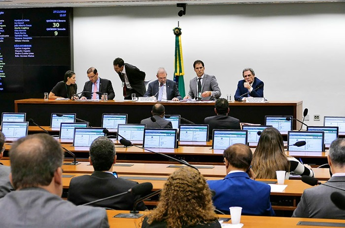 Última sessão da Comissão Mista de Orçamento, em 2018, que ainda não foi reinstalada no Congresso