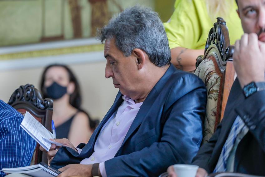 O Prefeito de Porto Alegre Sebastião Melo defende uso precoce de medicamentos sem eficácia comprovada e flexibilização do afastamento social