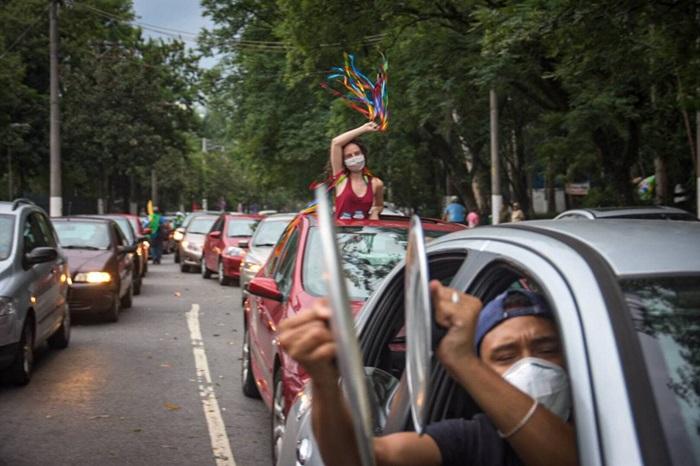 Em São Paulo a carreata saiu da da região do Ibirapuera e circulou nas ruas da capital com a mensagem de #ForaBolsonaro #ImpeachmentDeBolsonaroUrgente