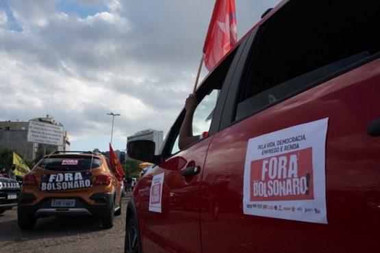 Carreata e passeata percorreram 42 quilômetros na capital gaúcha neste sábado
