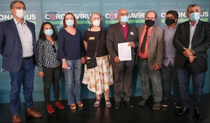 Pela primeira vez, representantes de igrejas representam contra Bolsonaro