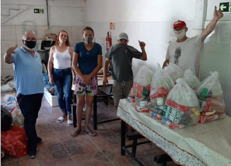 Sindicatos entregam mais de 150 toneladas de alimentos