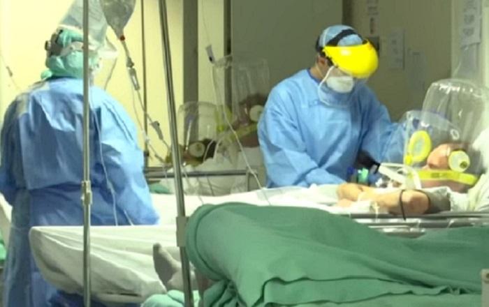 Letalidade de pacientes internados em enfermaria atingiu 40% e em UTI, 80% no auge da primeira fase da pandemia
