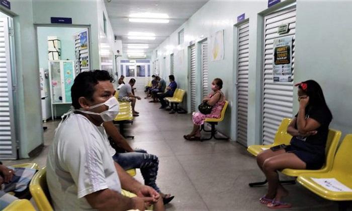 Pacientes aguardam atendimento em Unidade Atenção Básica em Manaus