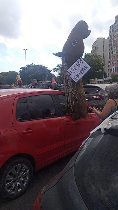 Carreata por impeachment de Bolsonaro reúne mais de mil veículos em Porto Alegre