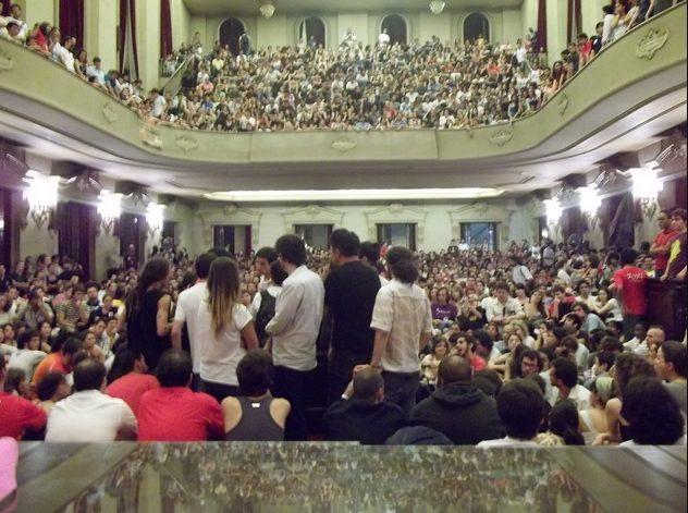 Assembleia de alunos da USP durante a greve geral de 2011