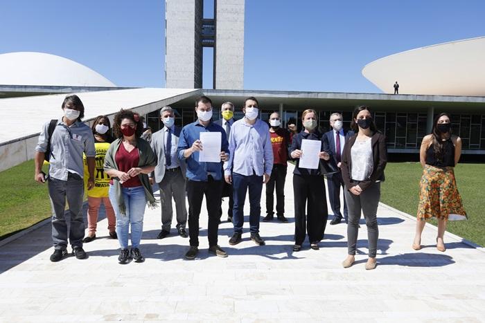 PT, PSB, PDT, PCdoB, PSol e Rede e líderes no Congresso apontam 15 crimes de responsabilidade cometidos por Bolsonaro na pandemia
