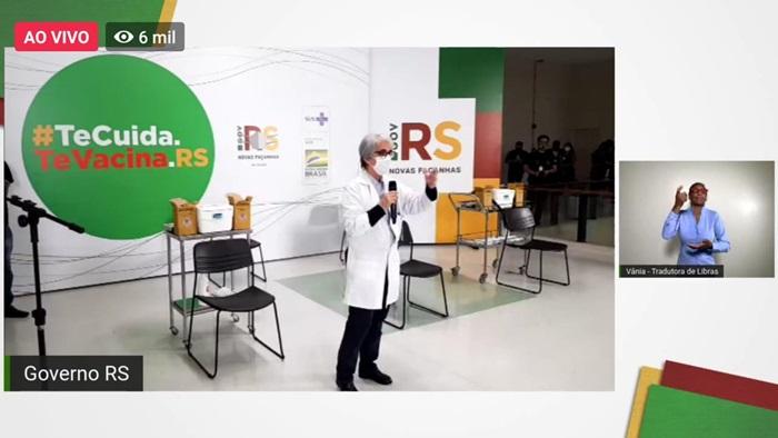 A diretora-presidente do HCPA, Nadine Clausell, alertou que a vacina surgiu no momento em que as equipes de saúde estão à beira da exaustão