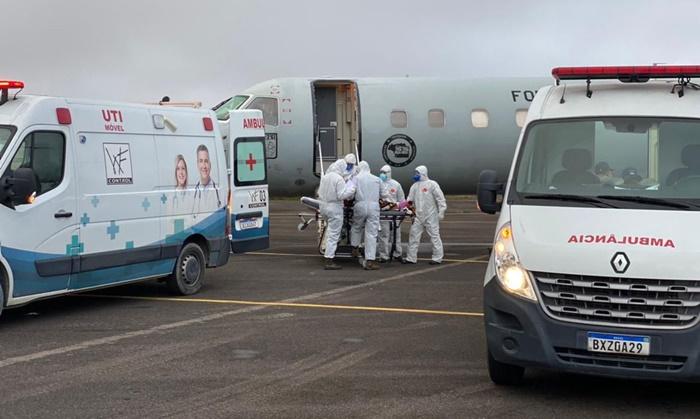Colapso na rede pública de saúde de Manaus provocou transferência de pacientes covid-19 para outros estados