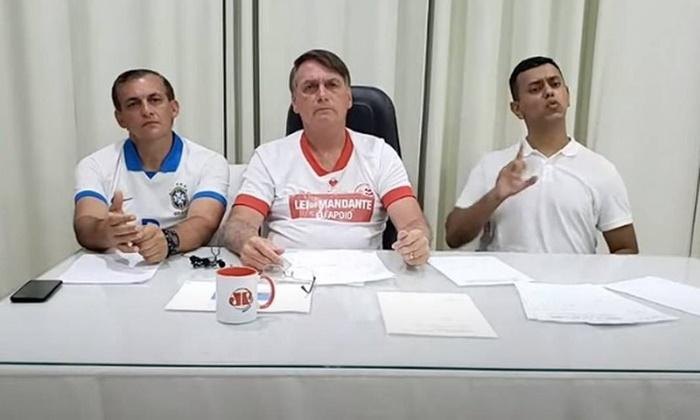 Além das lives informais que grava semanalmente para banalizar assuntos de Estado, Bolsonaro usou redes sociais para mais uma investida de negação da pandemia