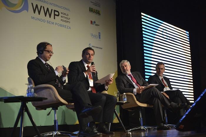 Em 2014, o país era protagonista no combate à fome, com Tiago Falcão (foto, ao microfone) à frente da Secretaria Extraordinário para a Superação da Extrema Pobreza, no Ministério do Desenvolvimento Social