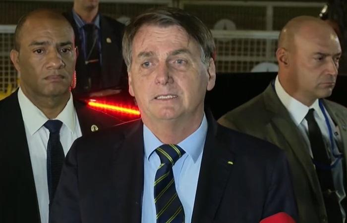 """""""E daí? Lamento. Quer que eu faça o quê?"""", reagiu Bolsonaro ao ser questionado por jornalistas na noite de 28 de abril de 2020 sobre a morte de 474 pessoas em um único dia"""