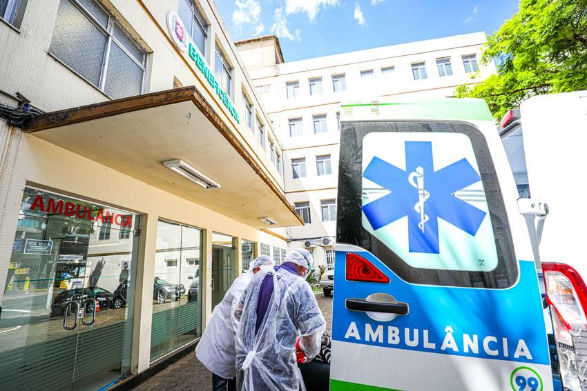 Chegada de pacientes nos novos leitos sus no Hospital Beneficência Portuguesa