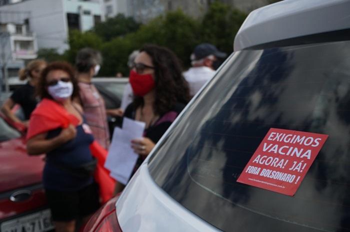 Protestos nos finais de semana começaram no dia 23, pedindo o afastamento do presidente e por ampla vacinação