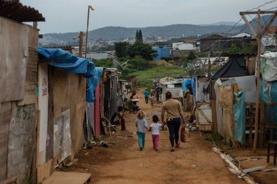 Em um mundo dilacerado pela pandemia, quem fatura são os ricos | Foto: Mídia Ninja