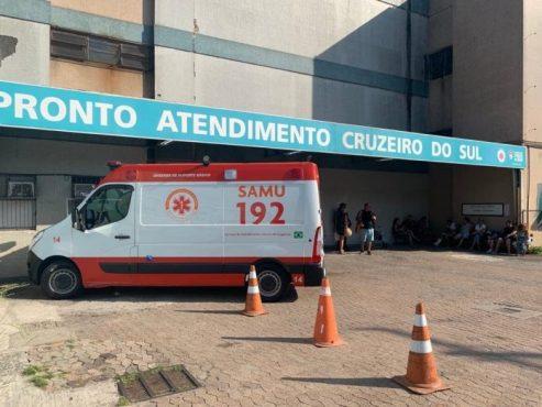 Profissionais da saúde fazem ato no Posto da Vila Cruzeiro, em Porto Alegre | Foto: CUTRS/Divulgação