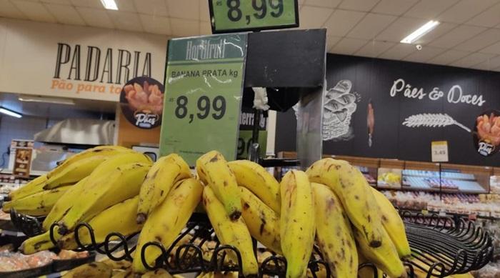 Entressafra e atravessadores jogaram o preço da banana prata para cima