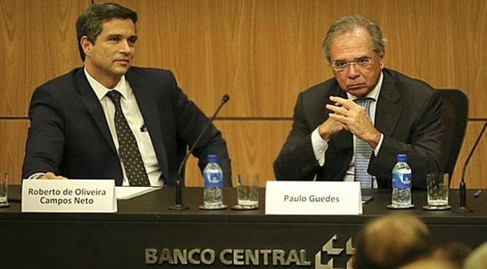 """Roberto Campos Neto, presidente do BC, e o ministro da Economia, Paulo Guedes, em campanha pela """"autonomia"""", a serviço do sistema financeiro privado"""