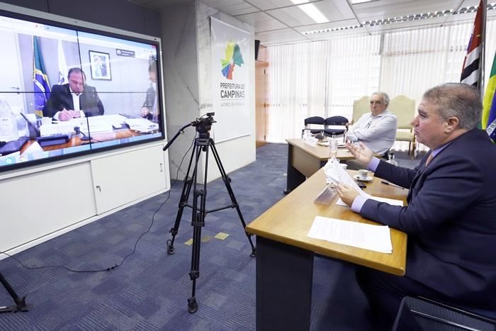 """Jonas Donizette (D), ex-prefeito de Campinas, presidente da FNP: """"ministro aceitou nossa sugestão de priorizar o pessoal da educação e disse que quer colocá-los dentro do mês de março"""""""