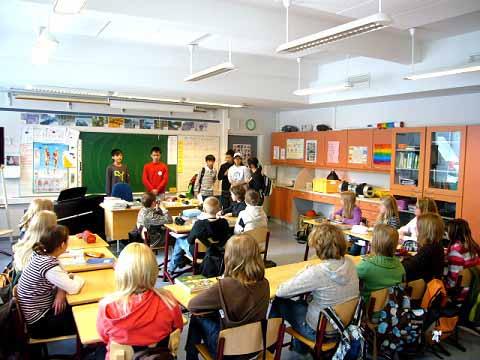 Referência em educação estatal, gratuita e universal no mundo, a Finlândia não se rendeu às reformas do ensino ditadas pelo mercado