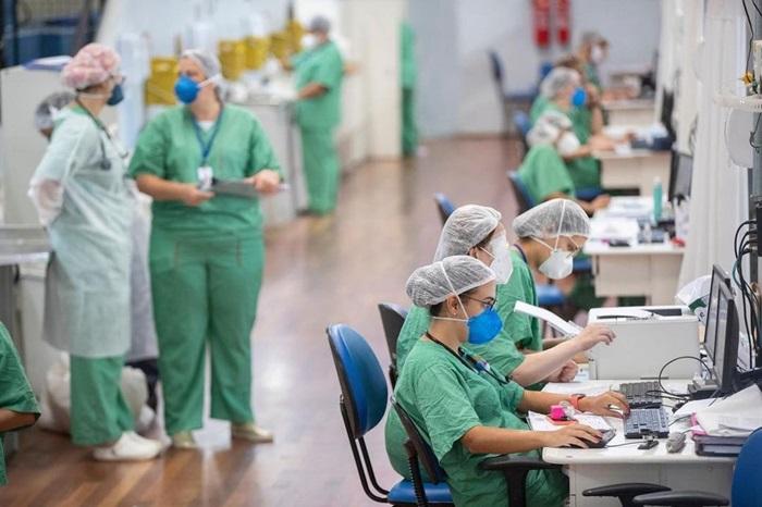 Com hospiais públicos e profissionais de saúde atuando no limite, São Paulo tem 87,% de lotação de UTIs
