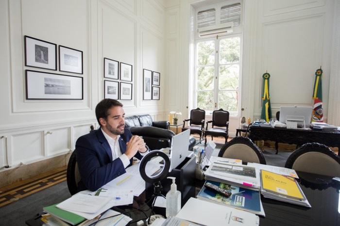 """""""O governo do Estado deixará de ser o controlador, mas vai manter posição como acionista de referência"""", anunciou Leite em live nesta quinta-feira"""
