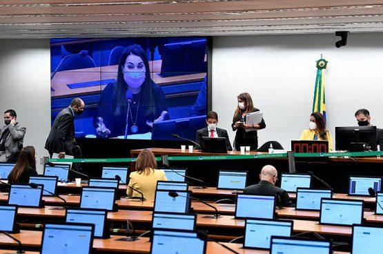 Parecer será votado pela CMO; relatório final do Orçamento deve ser apreciado pelo Congresso na quarta-feira