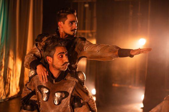 O espetáculo De La Mancha: O Cavaleiro Trapalhão estava em cartaz no Porto Verão Alegre de 2020. Na foto, os atores Henrique Gonçalves e Guilherme Ferrêra, que também dirigiu o espetáculo