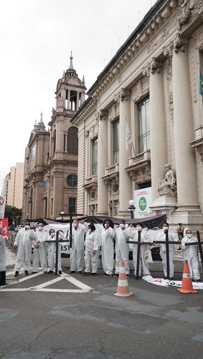 Trabalhadores pedem lockdown pela vida, auxílio emergencial e vacinas