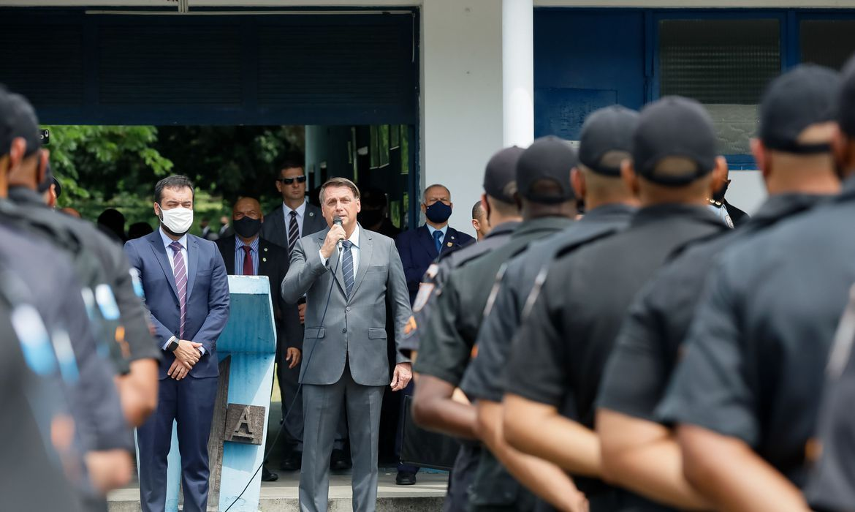 Desgastado com as forças armadas, Bolsonaro busca controle e apoio entre polícias militares estaduais