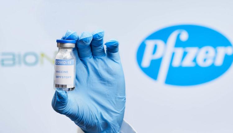 A vacina da Pfizer/BioNTech contra a covid-19 é 100% eficaz em adolescentes entre os 12 e os 15 anos, segundo os resultados de um ensaio clínico