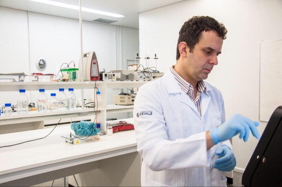 Fernando Rosado Spilki, coordenador da Rede Corona-ômica.BR, do Ministério de Ciência Tecnologia e Inovações – responsável pelo sequenciamento do vírus SARS-CoV-2 em universidades e centros de pesquisa brasileiros – e professor titular da Universidade Feevale, de Novo Hamburgo