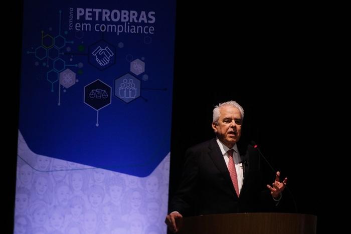 Ao demitir Roberto Castello Branco (foto) e nomear um general para a presidência da Petrobras, no dia 19 de fevereiro, Bolsonaro derreteu R$ 100 bilhões em valor de mercado da companhia – que teve lucro líquido de R$ 7,1 bi em 2020