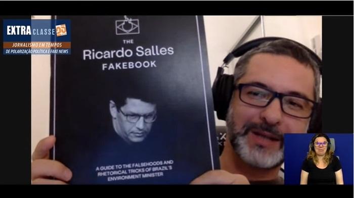 Claudio Angelo, do Observatorio do Clima, e o fakebook: compilação de mentiras do ministro do Meio Ambiente. Live com tradução em Libras de Ângela Russo (Instituto de Letras/ Ufrgs)
