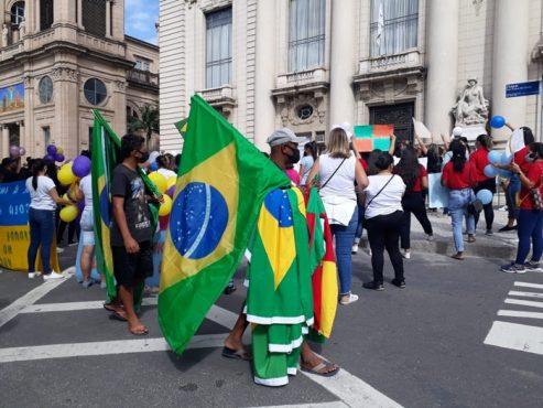 Empresários e pais de alunos protestam pela reabertura de escolas | Foto: Igor Sperotto