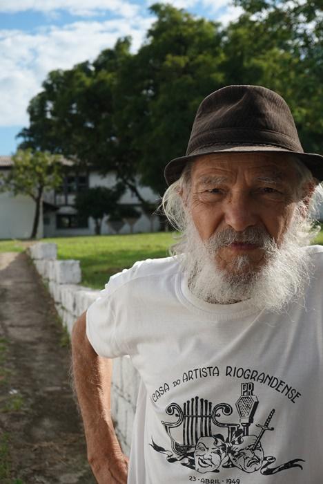 O compositor, cantor e ator José Carlos Peixoto, o Zé da Terreira, 75 anos, natural de Rio Grande: